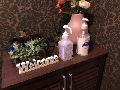 コロナ対策として、手指の消毒、検温、部屋の換気・清掃を徹底しております。